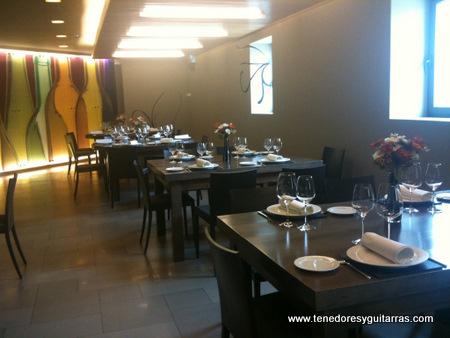 Comer en ribera del duero roa de duero restaurante ra z for Bar casa minimalista