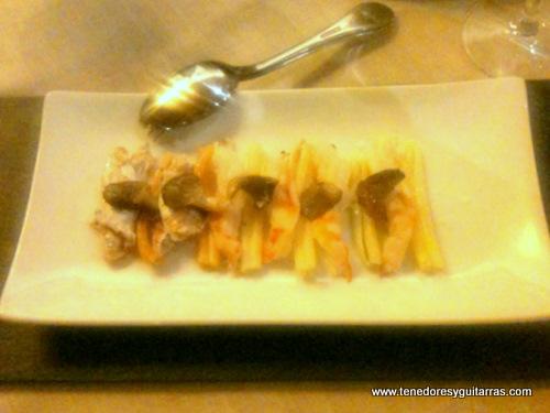 Montado de cococha de bacalao, setas, colas de cigala y pasta